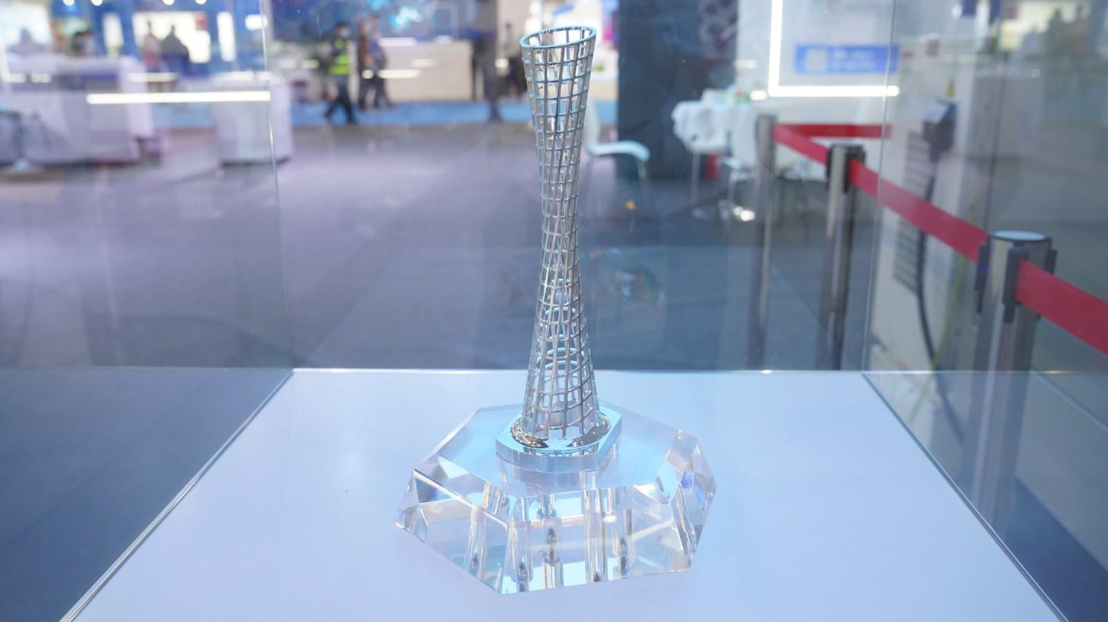 五轴CNC一次成型的广州塔和国际象棋模型.jpg